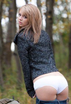Молодая девушка ищет девушку с опытом в Владимире