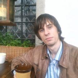 Молодой парень ищет зрелую даму для секса в Владимире